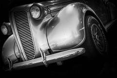 MOTORFEST '17 (Dave GRR) Tags: vehicle auto vintage antique hotrod grill tire wheel rim chrome silver black white monochrome show motorfest canada 2017 headlight hood olympus omd em1 1240