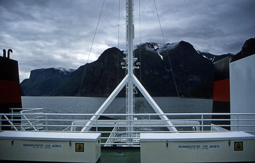 "Norwegen 1998 (191) Nærøyfjord • <a style=""font-size:0.8em;"" href=""http://www.flickr.com/photos/69570948@N04/38684065154/"" target=""_blank"">View on Flickr</a>"