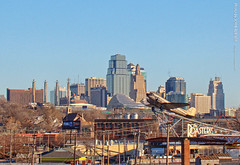 Roasterie DC-3 and KC Skyline, 7 Dec 2017 (photography.by.ROEVER) Tags: kc kcmo kansascity skyline theroasterie dc3 roasteriedc3 morning december 2017 december2017 missouri usa
