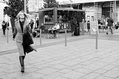 Très déterminée la fille... (Paolo Pizzimenti) Tags: école militaire soldat fille determination stlazare paris paolo olympus zuiko omdem1mkii mirrorless m43 film pellicule argentique