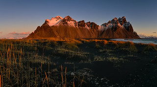 The sun paints Vestrahorn