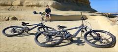 Having a Break (Gee & Kay Webb) Tags: mtb mountainbike bike bicycle cycling riding outdoors beach malta sky sand giant