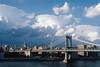 New York (ErikGrossPhoto) Tags: superior neighborhood erikgrossphoto manhattan nyc manhattanbridge thebigapple newyork erikgross lookslikefilm cityscape skyline wolkenkratzer stadt himmel wasser fluss zug