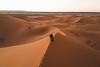 Alone together (Leo Hidalgo (@yompyz)) Tags: desert desierto dunes dunas sahara merzouga marruecos morocco almaġrib sunset couple love amor lof