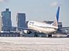 N69888 United Airlines B737-900 (jp.marottta) Tags: nikond90 b737900 n69888 unitedairlines kbos loganairport skyline boston bos takeoff snow winter