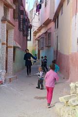 rue de Ouezzane Maroc_2295 (ichauvel) Tags: ouezzane maroc morocco afriquedunord northafrica magreb voyage travel rue street enfants children kids jouer playing maisons houses scénederue streetphotography getty