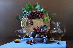 Winter  Grapes (Esther Spektor - Thanks for 12+millions views..) Tags: stilllife naturemorte bodegon naturezamorta stilleben naturamorta composition creativephotography art winter tabletop fruit plum grape cluster vine leaf slice wine pitcher bowl mug ray placemat glass ceramics ambientlight reflection green blue burgundy amber brown estherspektor canon