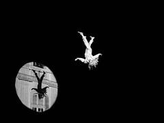 Suspension. suspending (francis_bellin) Tags: anges 2017 noiretblanc compagniegatteciel street artistes rue décembre art artistederue arles placedesanges stéphanegirard