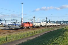 2017-01-05_027 DBC 6433 Waalhaven Rotterdam (Peter Boot) Tags: dbc 6433 waalhaven rotterdam dbc6433 havenspoorlijn nederland dieselloc trein goederentrein ketelwagen keteltrein vtg zacns propyleenoxide ketelwagentrein spoor spoorwegen