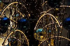 Glitzer Glitzer ... Advent (gabrieleskwar) Tags: outdoor advent leuchten beleuchtung weihnachtskugeln weihnachtsschmuck dekoration lichter bunt blau gold spiegel