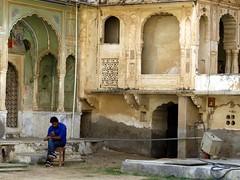 mandawa 2017 (gerben more) Tags: mandawa shekawati rajasthan india man arch architecture palace fort