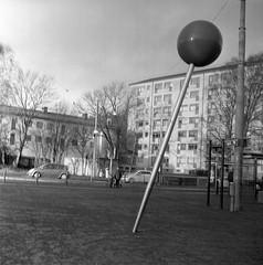 Wavrinsky plats (rotabaga) Tags: sverige sweden svartvitt göteborg gothenburg landala lubitel166 lomo lomography blackandwhite bw bwfp diy tmax400
