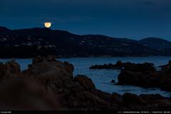 Lune de janvier (Ludtz) Tags: ludtz canon canoneos5dmkiii 5dmkiii lelavandou provence 83 ef135|2l moon lune fullmoon pleinelune night nuit dusk crepuscule mer mediterraneansea méditerranée rock rocher rocks rochers plagedestclair hiver winter