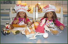 Anne-Moni mit Milina in der Weihnachtsbäckerei ... (Kindergartenkinder) Tags: kindergartenkinder annette himstedt dolls annemoni milina weihnachten advent backen plätzchen