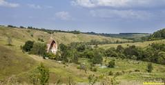 Храм и кладбище.