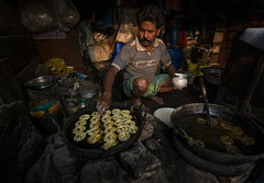 jalebi maker (mailmesanu20111) Tags: indianpeople jalebi sweets kolkata northkolkata journalism making food nikonflickraward nikon tokina india calcutta