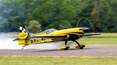 _MG_3695-Modifier (Simon Gratien -- WWW.SGRATIEN.COM New Web site) Tags: breitling extra330sc brageot aviation airplane avion aeroplane aerobatic voltige 7d eos villeneuvaircup aerobatics villeuneuvesurlot