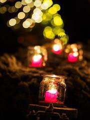 Christmas lights (Karsten Gieselmann) Tags: 75mmf18 bokeh christmas em5markii grün jahreszeiten kerzenlicht mzuiko microfourthirds olympus rot weihnachten winter xmas candlelight green kgiesel m43 mft red seasons guteneck bayern deutschland