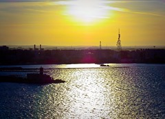 Atardece en el puerto de Bari (Bonsailara1) Tags: bonsailara1 bari puglia italy italia puerto port sunset atardecer mar sea cielo sol sunlight colorfulsky