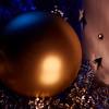 im Schein des Kerzenlichts (scaalar) Tags: macromondays litbycandlelight glas christbaumkugel keramik licht spiegelung farbe