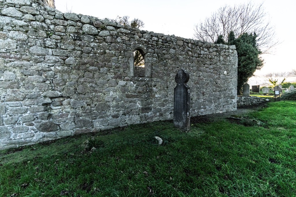 ANCIENT CHURCH AND GRAVEYARD AT TULLY [LAUGHANSTOWN LANE NEAR THE LUAS TRAM STOP]-134582