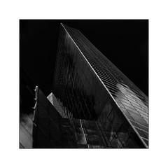 Série La Défense: n° 22 (Jean-Louis DUMAS) Tags: architecture art artist artiste artistic architect architecte building abstract abstrait sony ilca99m2 gratteciel bâtiment ciel ville fenêtre reflets reflections géométrique lignes bw black noir blanc noretblanc explore monochrome