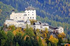 Schloss Tarasp (HITSCHKO) Tags: schweiz suisse svizzera switzerland bündnerland graubünden engadin unterengadin scuol schloss tarasp wahrzeichen privatburg höhenburg burg museum kulturdenkmal