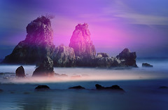 break of day (daniel0027) Tags: rocks morningglow dawn daybreak longexposure neutraldensityfilter light sea ocean paleclouds waves