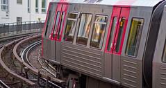 DT5 auf der Rampe zum U Rödingsmarkt (M. Schirmer Berlin) Tags: deutschland germany hamburg rödingsmarkt rathaus u3 dt5 stahl edelstahl rot ubahn hochbahn metro