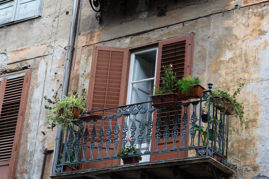 The world 39 s best photos of balcony and italy flickr hive for Italian balcony
