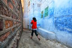 rajasthan - india 2018 (mauriziopeddis) Tags: mccurry jodhpur rajasthan india asia run red blu wall mura hand people children reportage omaggio street
