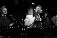 Funkexpress feat. Laura Zotti - Jazzit Musik Club Salzburg (jazzfoto.at) Tags: jazzit2018 jazz jazzsalzburg jazzlive livejazz konzertfoto concertphoto liveinconcert stagephoto greatjazzvenue greatjazzvenue2018 downbeatgreatjazzvenue salzburg salisburgo salzbourg salzburgo austria autriche blitzlos ohneblitz noflash withoutflash funk funkmusic funkymusic wwwjazzfotoat wwwjazzitat jazzitsalzburg jazzitmusikclubsalzburg jazzitmusikclub markuslackinger sony sw bw schwarzweiss blackandwhite blackwhite noirblanc bianconero biancoenero blancoynegro zwartwit