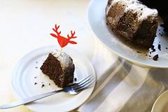 Chocolate-christmas-orea-bundt-cake-slice-overhead (thetortillachannel) Tags: christmas chocolate oreo bundt cake recipe video tasty delicious baking sweet dessert yum yummy