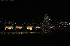 Weihnachtsmarkt - Christmas market (Noodles Photo) Tags: schlossbenrath düsseldorf germany deutschland weihnachtsmarkt christmas market christmasmarket benrath nrw canoneos7dmarkii ef24105mmf4lisusm xmas weihnachten nightshot night nachtaufnahme nacht rheinland