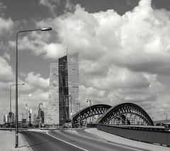 schw/w  -  b/n  -  b/w (JohannFFM) Tags: frankfurt ezb skyline osthafen osthafenbrücke
