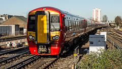 387211 (JOHN BRACE) Tags: 2015 bombardier derby built class 387 electrostar emu 387211 seen east croydon station gatwick express livery