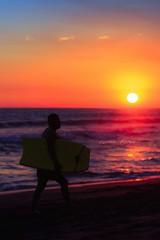 Surfista #sipacate, #playa #mar #deporte #atardeceres #escuintla #surf #siluet #silueta (Mario Mejia Phothography) Tags: surf silueta mar sipacate atardeceres escuintla playa deporte siluet