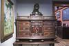 Bustosamente. (elojeador) Tags: cuadro busto mueble escritorio secreter mesa dintel marco museo casamuseo casamuseosorolla bronce madera oconmuchobusto elojeador