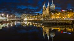 Blue hour in Amsterdam (HansPermana) Tags: amsterdam netherlands niederlande holland reflection water canal bluehour lights longexposure oldbuilding city morning eu europe europa 2017 noordholland