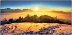Günberg Sonnenuntergang (Karl Glinsner) Tags: österreich austria landschaft landscape oberösterreich upperaustria salzkammergut gmunden sonnenuntergang sunset schnee snow nebel fog mist berge gebirge mountains