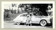 "1948 Buick Roadmaster Sedanet (Vintage Cars & People) Tags: vintage us usa america vintageusa classic black white ""blackwhite"" sw photo foto photography automobile car cars motor vehicle antique auto lady child children childhood daughter son sunglasses shades buick 1948buick roadmaster sedanet sedanette fastback buicksedanet whitewalltyres whitesidewalltires whitewalls 1940s forties"