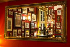 the mirror in my favourite pub (kalakeli) Tags: thejames pub pubshots wall mirror frames red münster november 2017 longexposure langzeitbelichtung 5secs