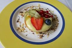 lemon tart (Riex) Tags: dessert lemontart tarteaucitron gateau citron lemonpie lemon fruit assiette plate meal food nourriture restaurant lapassade plat allaman perroy vaud suisse switzerland g9x
