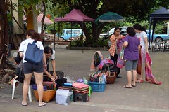 selling silk at the temple (the foreign photographer - ฝรั่งถ่) Tags: woman customers selling silk cloth temple courtyard wat prasit mahathat buddhist bangkhen bangkok thailand nikon