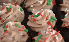 December 21: Mini Cupcakes (earthdog) Tags: 2017 nikon d5600 nikond5600 work office 18300mmf3563 food edible cupcake frosting jimmy sprinkle project365 3652017