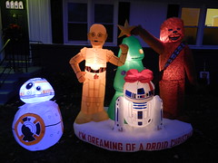 Star Wars Droid Christmas (dcnerd) Tags: starwars starwarsdroids starwarschristmas christmas christmaseve christmasstarwars starwarslawnornaments starwarsdroidschristmas lawninflatables