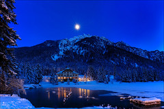 C'è una casetta piccola così ... (Gio_guarda_le_stelle) Tags: dolomiti dlomites dolomiten blue lake reflection moon italy mountainscape mountain landscape night nightscape luna moonlight today oggi sera quiete atmosphere