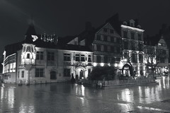 Lumière de ville... (stephane.desire) Tags: rouen ville lumière pose poselongue 20secondes maison night city light pierre colombages gothique renaissance reflet pluie cof018pasc cofo18dero cof018dmnq rue