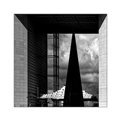 Série La Défense: n° 24 (Jean-Louis DUMAS) Tags: architecture arche architect architecte explore buildiing cube bâtiment