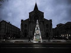 (Anthez Anthez) Tags: sapin noël illumination cathédrale nuit street ville city nîmes ciel urban night light christmas xmas church symetrie noflash skies winter hivers